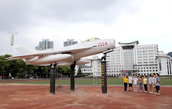 开设飞机维修专业,打破了湖北暂无飞机类(除空乘外)高职专业的历史.